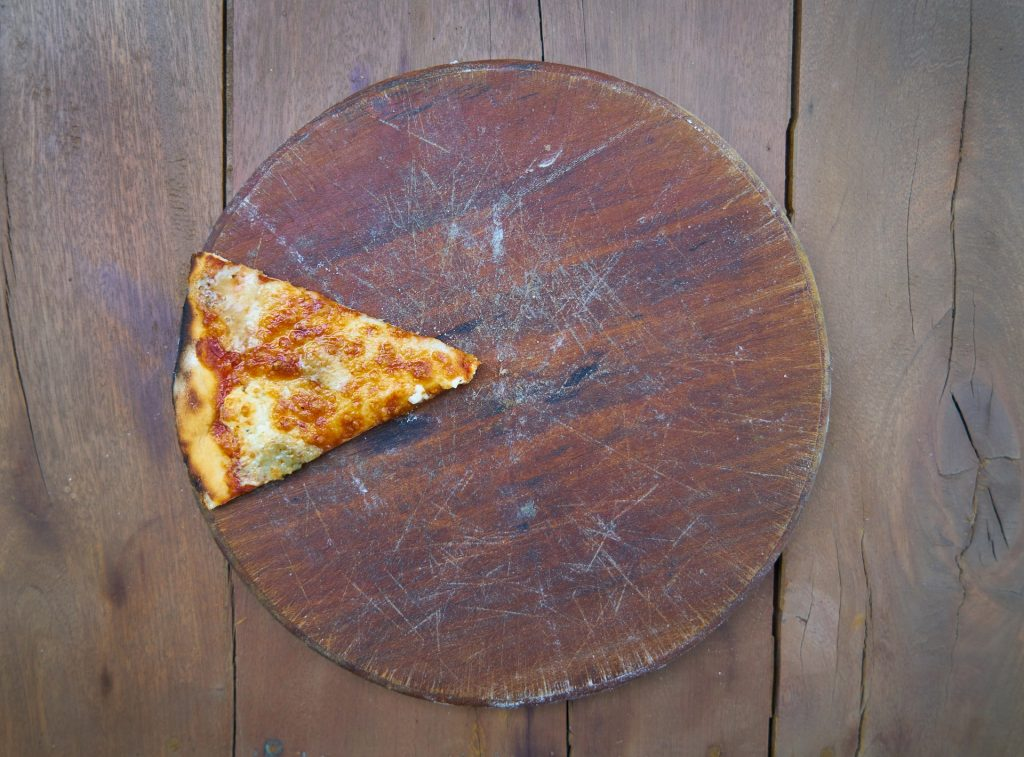 el embargo de la nómina pizza